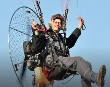 Paraglider (20) verongelukt in weiland in Zeewolde
