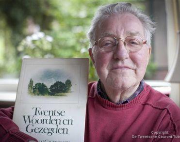 Twentse Taalprijs-winnaar en columnist Jan Swennenhuis overleden