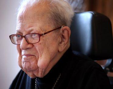Emeritus-bisschop Huub Ernst (100) van Breda overleden