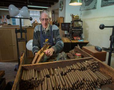 Sigarenmaker Tinus Vinke (90) overleden