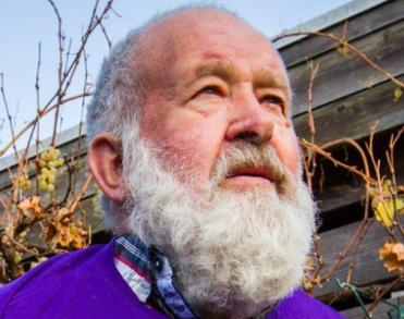 Winschoter stadsomroeper Geert Veen (71) overleden