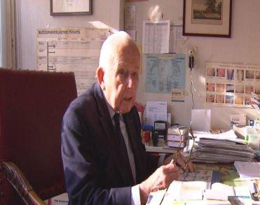 Oudste huisarts van Nederland Nico van Hasselt (93) overleden