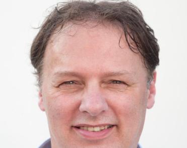 Toneel- en liedjesschrijver Flip Broekman (64) overleden