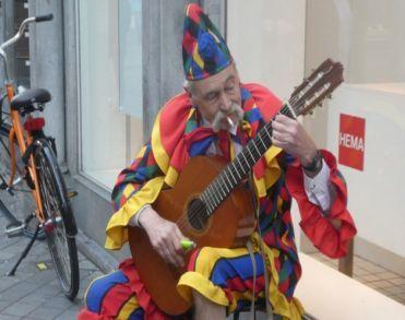 Stadsfiguur Jan de Gitarist overleden