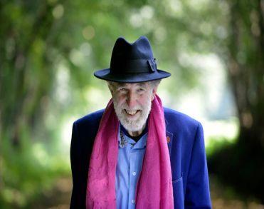Enschedese kunstenaar en dichter Bert de Haan (68) overleden